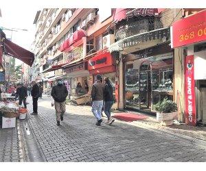 Karşıyaka Çarşı'da Satılık Dükkan